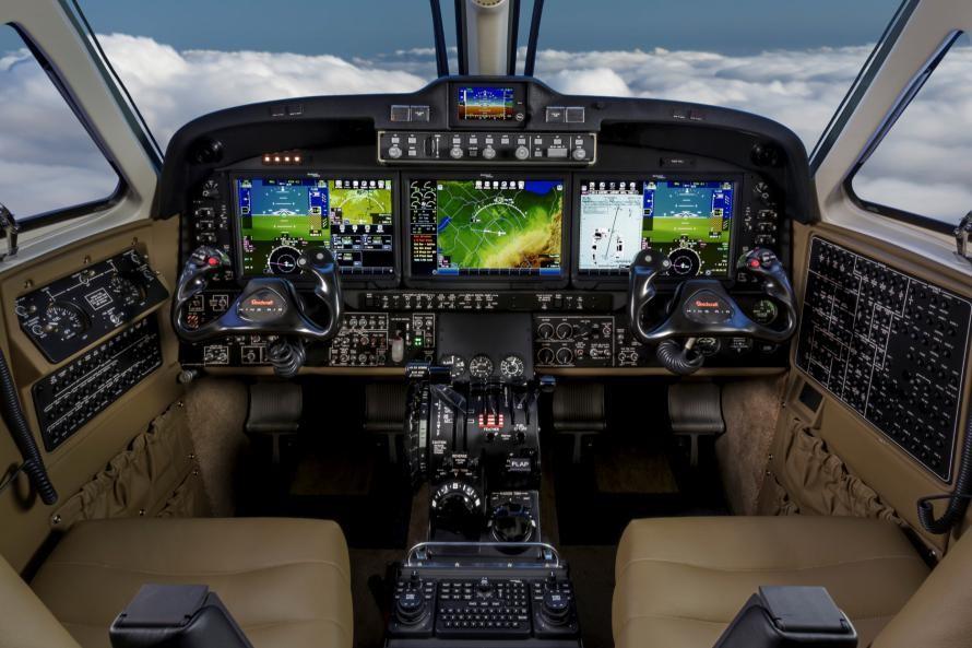 概况: 空中国王C90GTx是美国德事隆航空公司下属的比奇飞机公司生产的双发涡桨公务机。是空中国王90系列的最新机型。 迄今为止,已有7000多架空中国王系列飞机出厂,运行在全球94个国家,累计飞行时间超过四千万小时。 编号与名称 厂商命名为空中国王C90GTx(KingAir C90 GTx) 研制厂商和供应商 空中国王C90 GTx是由比奇飞机公司研制。发动机由普拉特.